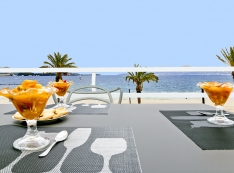 seafront terrace with beautiful views of the beach and the bay