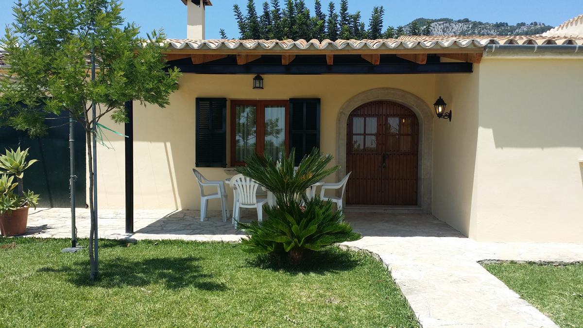 Porches para casas ejemplo de porche cerrado minimalista - Casas con porche ...